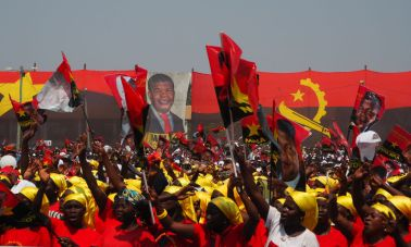 Supporters cheer as Joao Lourenco, presidential candidate for the ruling MPLA party, speaks at an election rally in Malanje, Angola, August 17, 2017. Picture taken August 17, 2017. REUTERS/Stephen Eisenhammer FOR EDITORIAL USE ONLY. NO RESALES. NO ARCHIVES