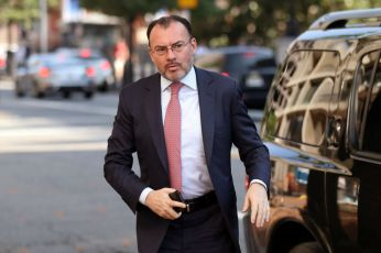 Mexico's Foreign Minister Luis Videgaray arrives at the U.S. Trade Representative's office in Washington, U.S., August 23, 2018. REUTERS/Chris Wattie